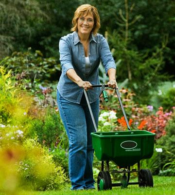 Melinda-Myers-Fertilizing